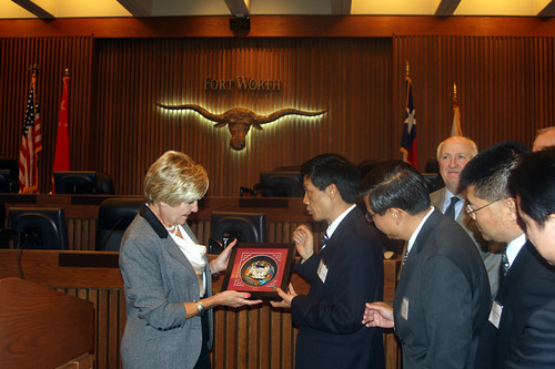 Mayor Betsy Price and Mayor Li Zaiyong exchange gifts after signing Sister Cities agreement