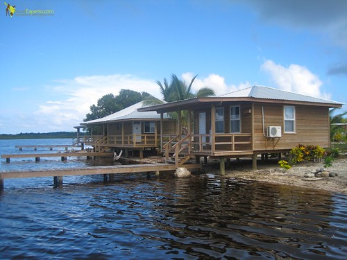 Hotel Reviews - Laguna Beach Resort in Utila, Honduras  - private cabins