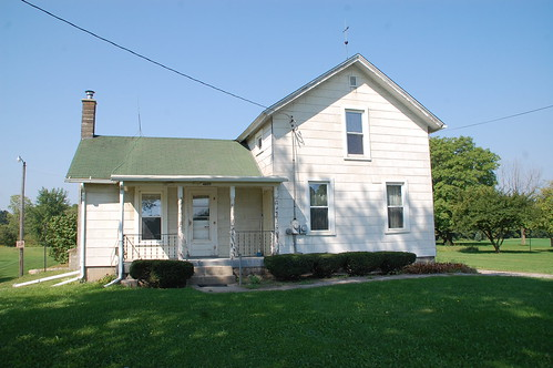 houses i didn t buy the old farm house diydiva. Black Bedroom Furniture Sets. Home Design Ideas