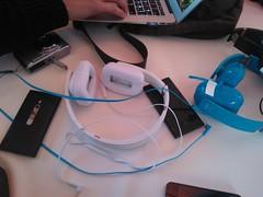 hand, communication device, finger, mobile phone, gadget, blue, headphones, organ,