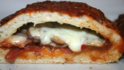 50 - Pizza Calzone - CloseUp