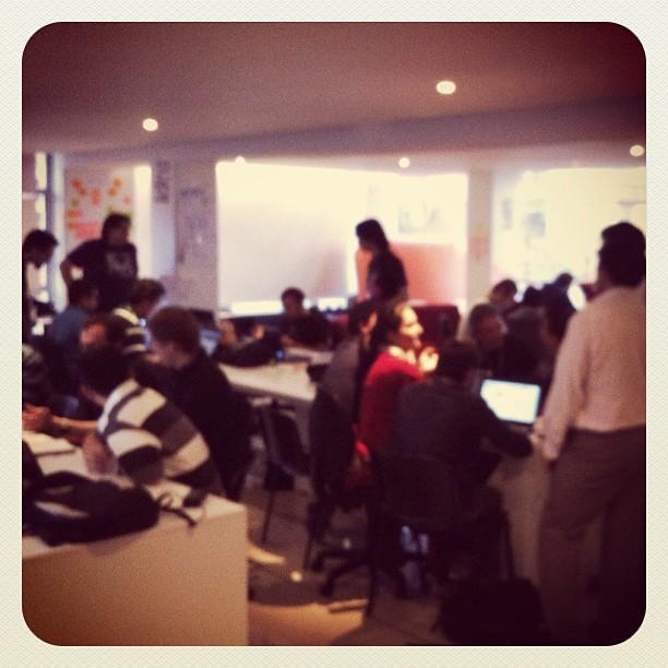 Así se Vive el #startupweekend bogota en @socialcolectivo