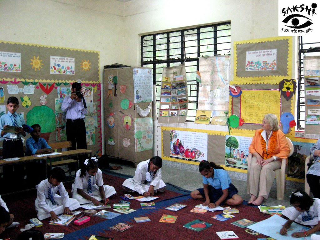 Melanie Verveer, US Global Ambassador for Women/s Issues, Visits Sakshi Library Program