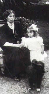 Millvina Dean - shown here with her mother - #2a