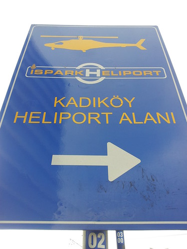 Helikopterrel kérjük, jobbra parkoljon!