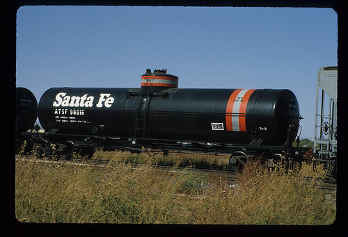 6243997697 f48ef5d8a8 ATSF 98016; Class TK O 48 16000 Gallon Tank Car; New Lube Oil; General American Transportation Corporation, 1953; Freight Car; November 1982
