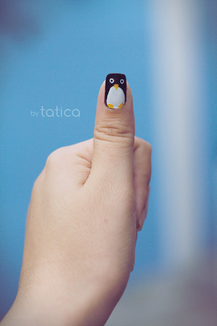 Thumbs up: Penguin Nails