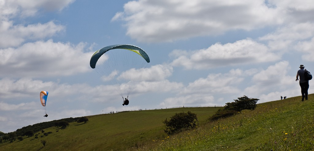 Paragliders near Glynde South Down Way_20110730_13_DxO_1024x768