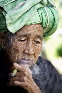 Old Pa-O woman smoking her cigar - Myanmar (Burma)