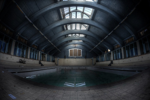 Abandoned Swimming pool ::  ( explore )