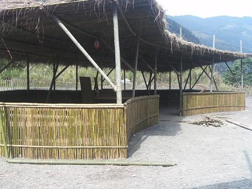 麻必浩市集桂竹做成的空間。(圖片來源:麻必浩部落市集臉書粉絲團)