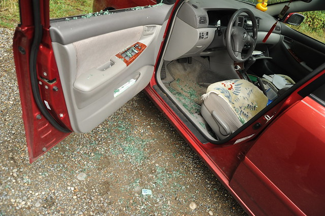 Driver side car break-in, Safeguard anti-theft notice with broken glass, so much for Toyota Security, all thief had to do is break the window, Llandover Park, North Seattle, Washington, USA