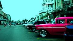 Cadillac Rosa delante del Capitolio