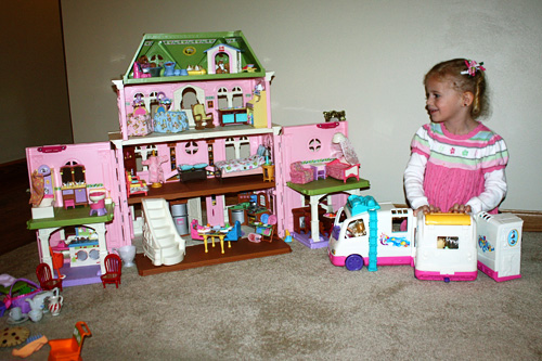 Auttie-and-her-doll-house