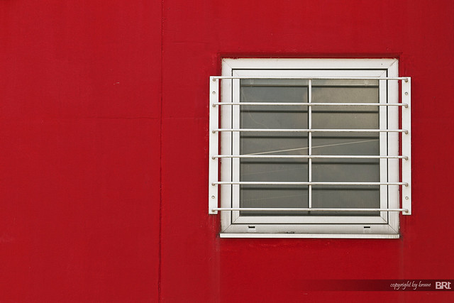 red_wall_with_white_window
