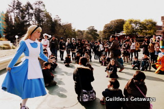 alice-in-wonderland-in-disneyland.jpg