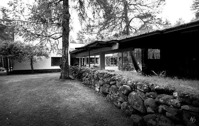 Villa mairea stone wall framing the sauna flickr photo sharing for Alvar aalto swimming pool jyvaskyla