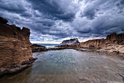 color mar tosca cielo nubes pili ocaso piedra peñón