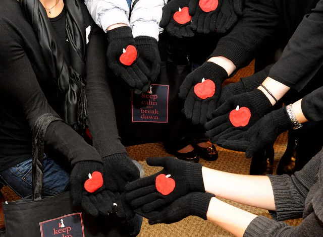 Twilight Apple Gloves