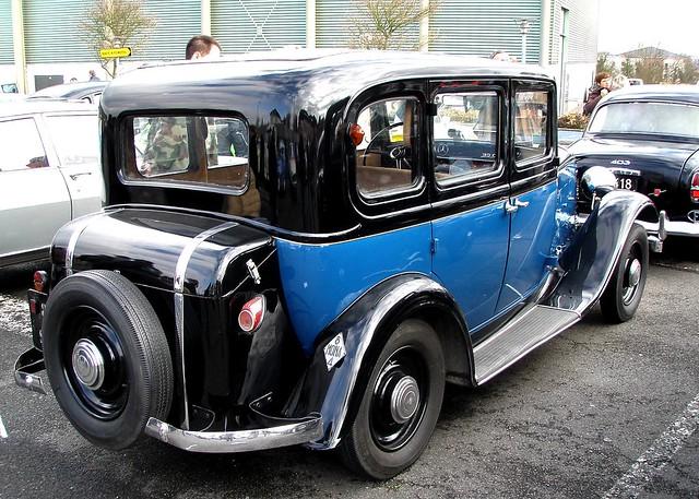 Renault Monaquatre bleue et noire 1933