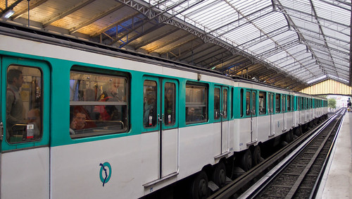 Paris Metro Bir-Hakeim Station