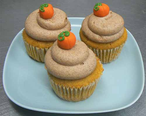 6270738611 0c81e174bd American Thanksgiving Cupcakes – Pilgrims, Pumpkins and Poultry!