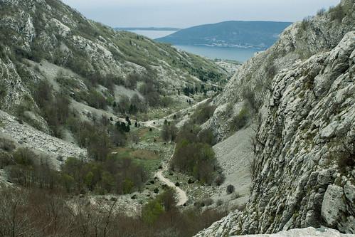 sea panorama mountain stone walking landscape meer view hiking walk pass hike trail vista za gora montenegro weg novi moning herceg crna 1175 montenegrin markusmoning canoneos50d prevoj vratlo vratlom