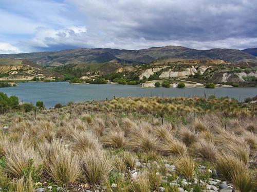 newzealand lake clouds winery southisland centralotago carrick bannockburn grapearea