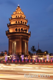 Phnom Penh - Independence Monument at dusk