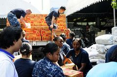 BANGKOK (Nov. 18, 2011) Sailors from the guided-missile destroyer USS Lassen (DDG 82) unload boxes of food from a truck at the Thai Red Cross central distribution center. (U.S. Navy photo by Mass Communication Specialist 1st Class Johnie Hickmon) - See more photos.