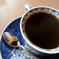 今日のカップ。黒砂糖を口に入れてコーヒーをすすりまする。