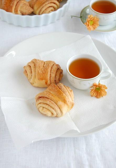 Cardamom and cinnamon buns / Pãezinhos de canela e cardamomo