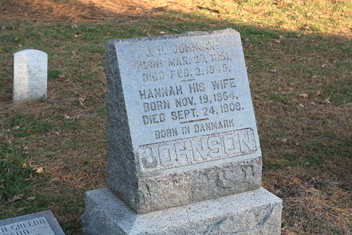 Tombstone of JP and Hannah Johnson