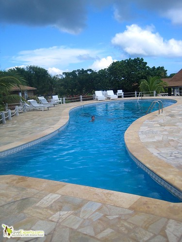 Hotel Reviews - Laguna Beach Resort in Utila, Honduras  - pool