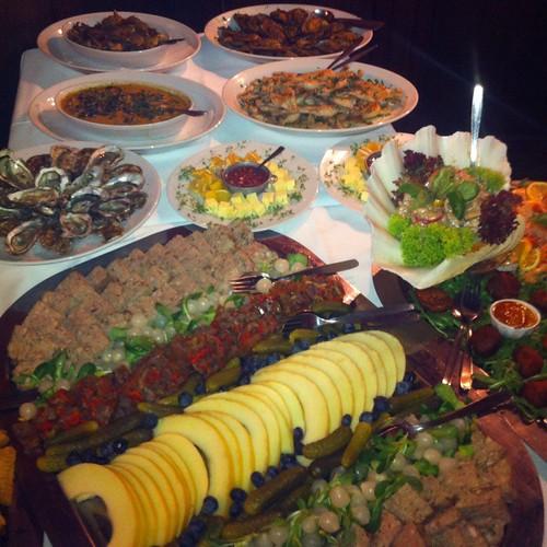 Table Ronde Buffet Avec Moules, Huitres, Crevettes, Escargots, Cuisse De Grenouilles Et Pate @ Le Gaulois
