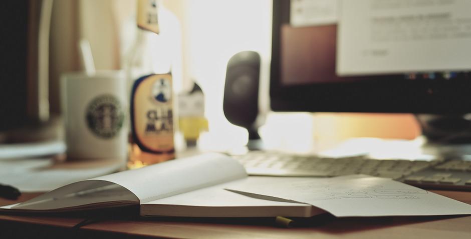 勉強中は机の上
