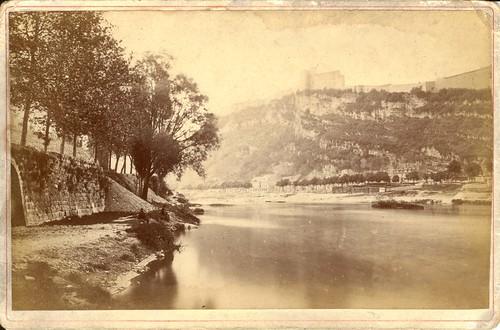 france river europe citadel photograph franchecomté thenandnow besançon cabinetcard doubs rambaud comparewith riverdoubs citadelofbesançon faubourgrivotte chrambaud