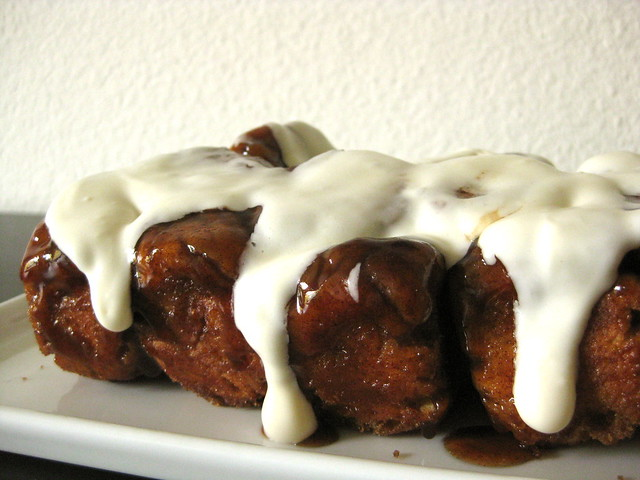 monkey bread, ready to eat