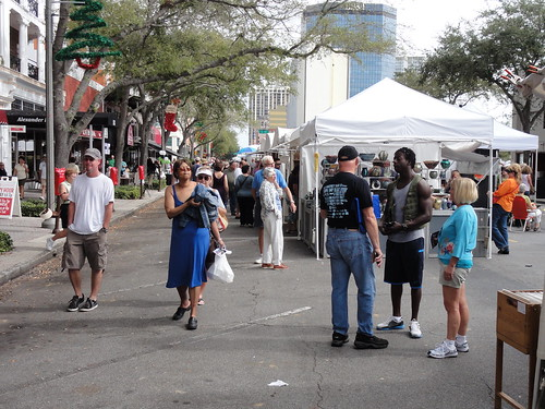 The art/craft fair crowd