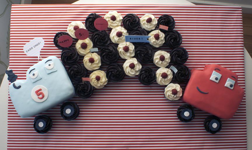 All aboard Rivers birthday cupcake train!