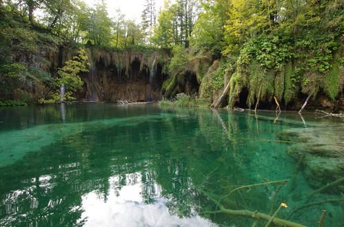湖のある風景36