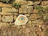 Sentiero segnato col color della pietra?