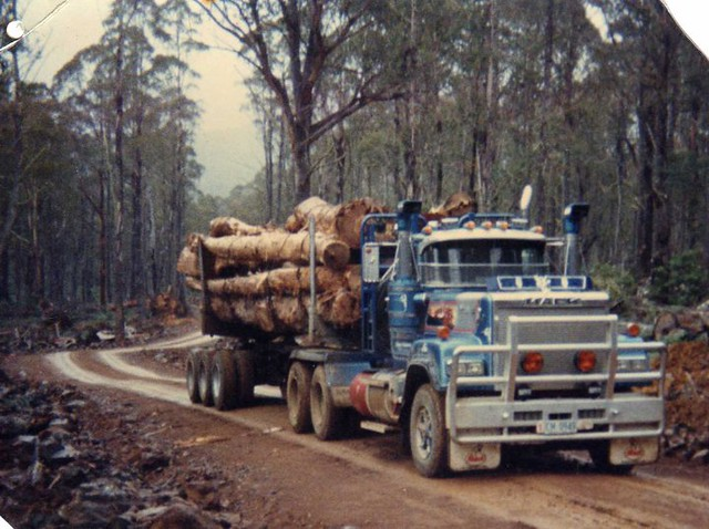 V8 Mack Superliner http://www.flickr.com/photos/sydney_heavy_towing_grstowing/6216337529/