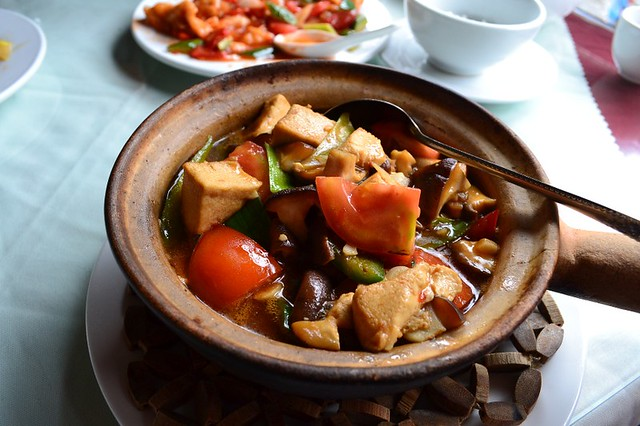 Little pan rice with steamed chicken