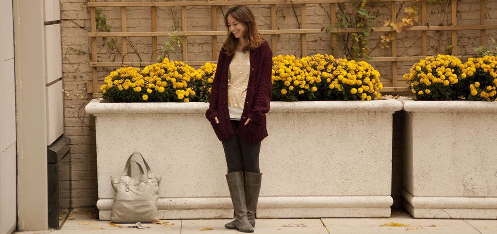 dashdotdotty, outfit blog, sequin sweater, casual saturday, how to, leggings, boots, boy's sweater, maroon, leggings as pants