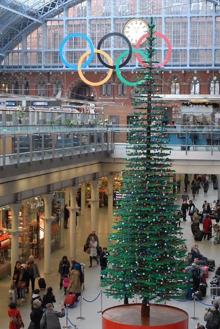 St Pancras LEGO Christmas Tree (2)