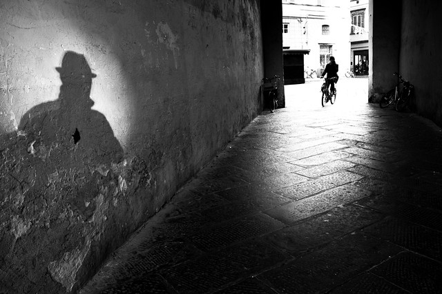 Torkio - Great Examples of Shadows in Street Photography