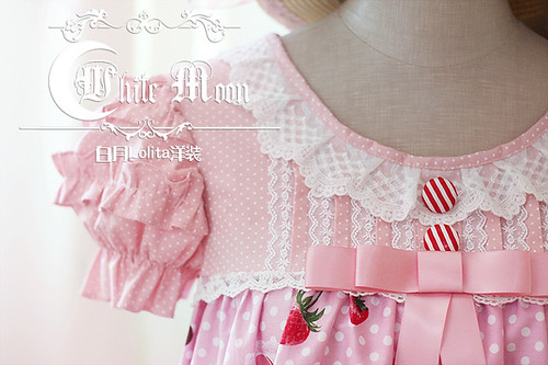 White_moon_pink_strawberry_chocolate_print_T_silhouette_lolita_dress_4