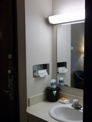 door cup wisconsin hotel mirror soap inn sink lodging room vanity motel cups motelroom wi oshkosh washcloth icebucket laquintainn foxrivervalley foxcities foxrivercities