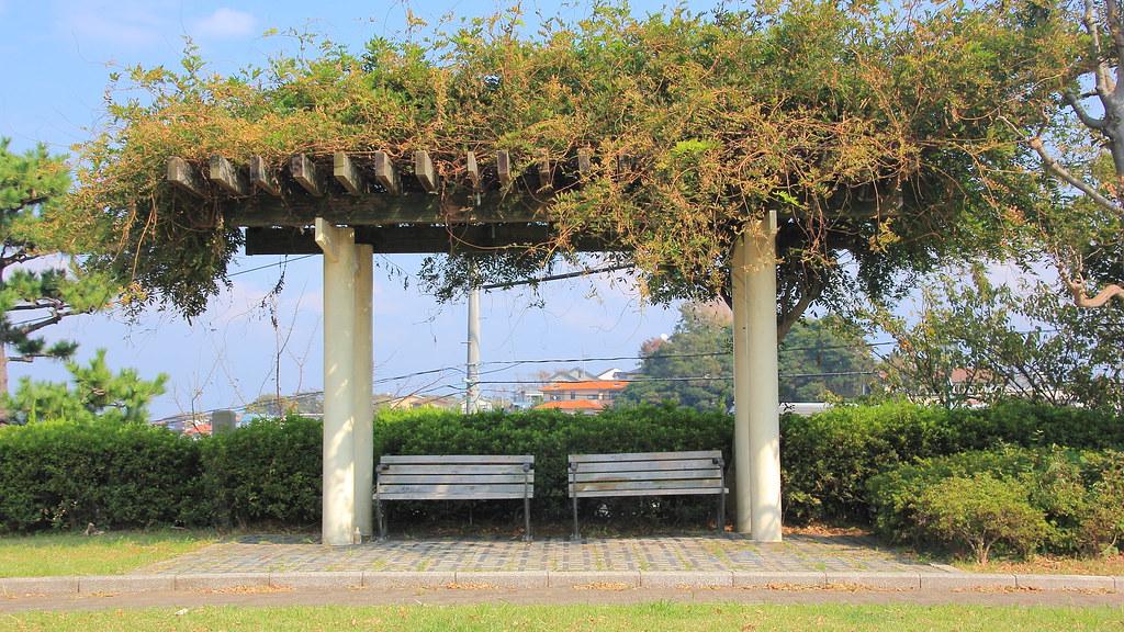 読書公園ベンチ